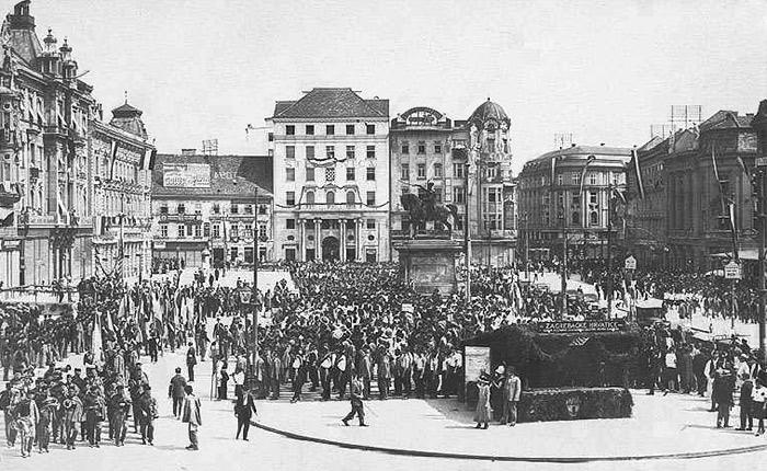 Photo of CRTICE IZ POVIJESTI: Harmica preimenovana u Trg bana Josipa Jelačića