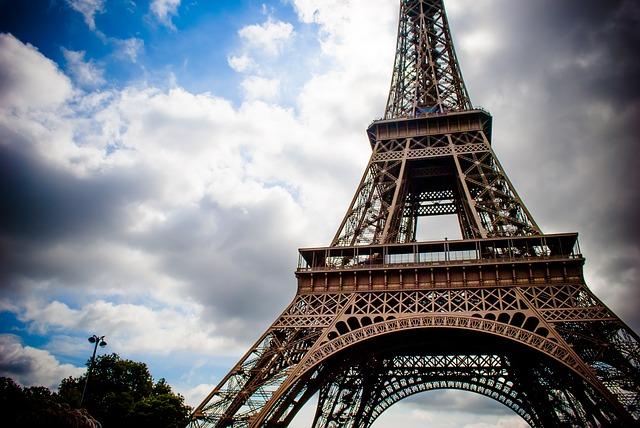 Photo of Bitka na društvenim mrežama: Pomozite da Eiffelov toranj zasja u hrvatskim bojama!