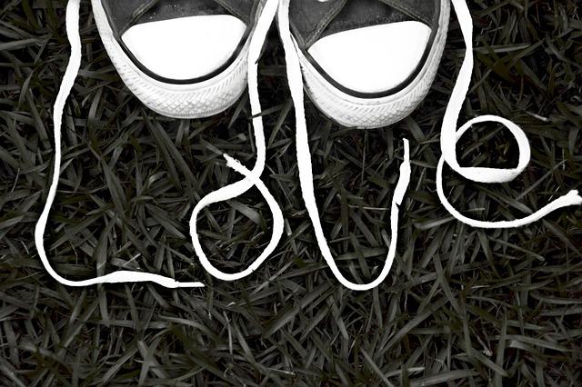 Photo of Trik uz koji će bijeli gumeni rub i kapica na platnenim tenisicama uvijek biti bijel