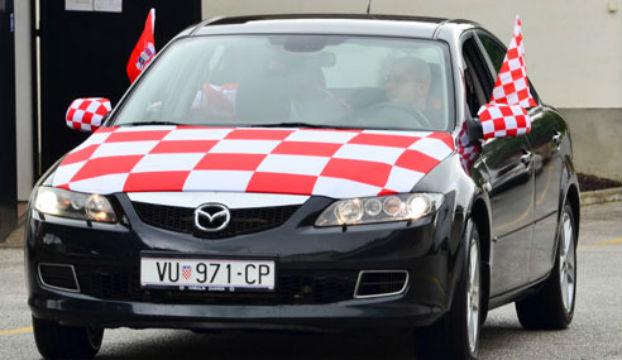 Photo of Navijačke zastavice na autima nas koštaju više nego što mislimo?