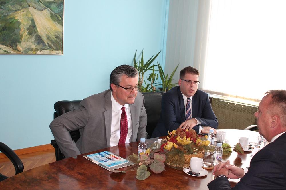 Photo of Premijer Orešković posjetio Gospić i Liku