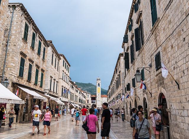 Photo of Dubrovnik: Za neprimjereno odijevanje kazna tisuću kuna