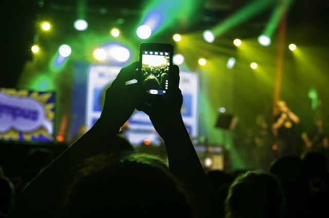 """Photo of Stiže tehnologija koja će """"natjerati"""" publiku da prestane snimati koncert i uživa u nastupu"""