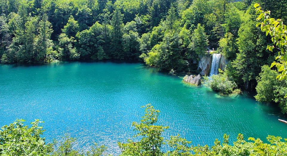 Photo of UNESCO zabrinut za Plitvička jezera zbog previše turista i apartmana