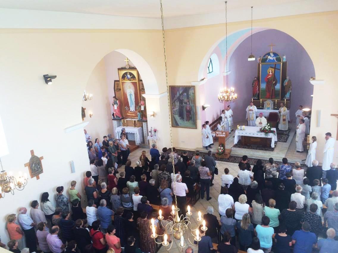 Photo of FOTO Rakovica proslavila Svetu Jelenu uz veliko misno slavlje i prepuni zbor