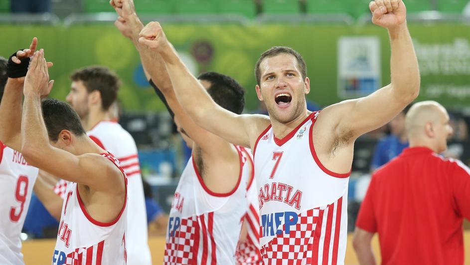 Photo of Hrvatska srušila i domaćine u košarci