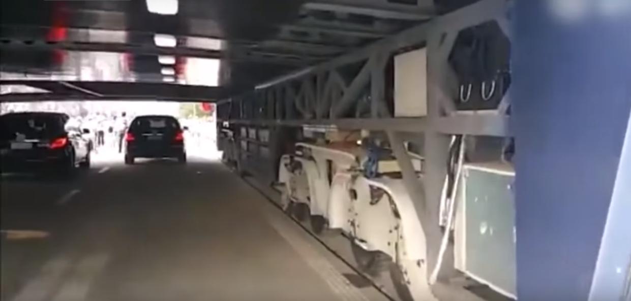 Photo of VIDEO: Kinezi izumili povišeni autobus koji vozi iznad automobila