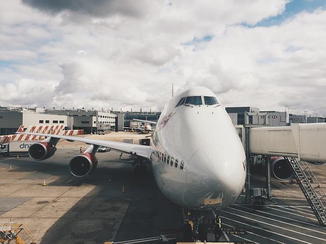 Photo of Zašto stjuardese uvijek dočekuju putnike s rukama na leđima?