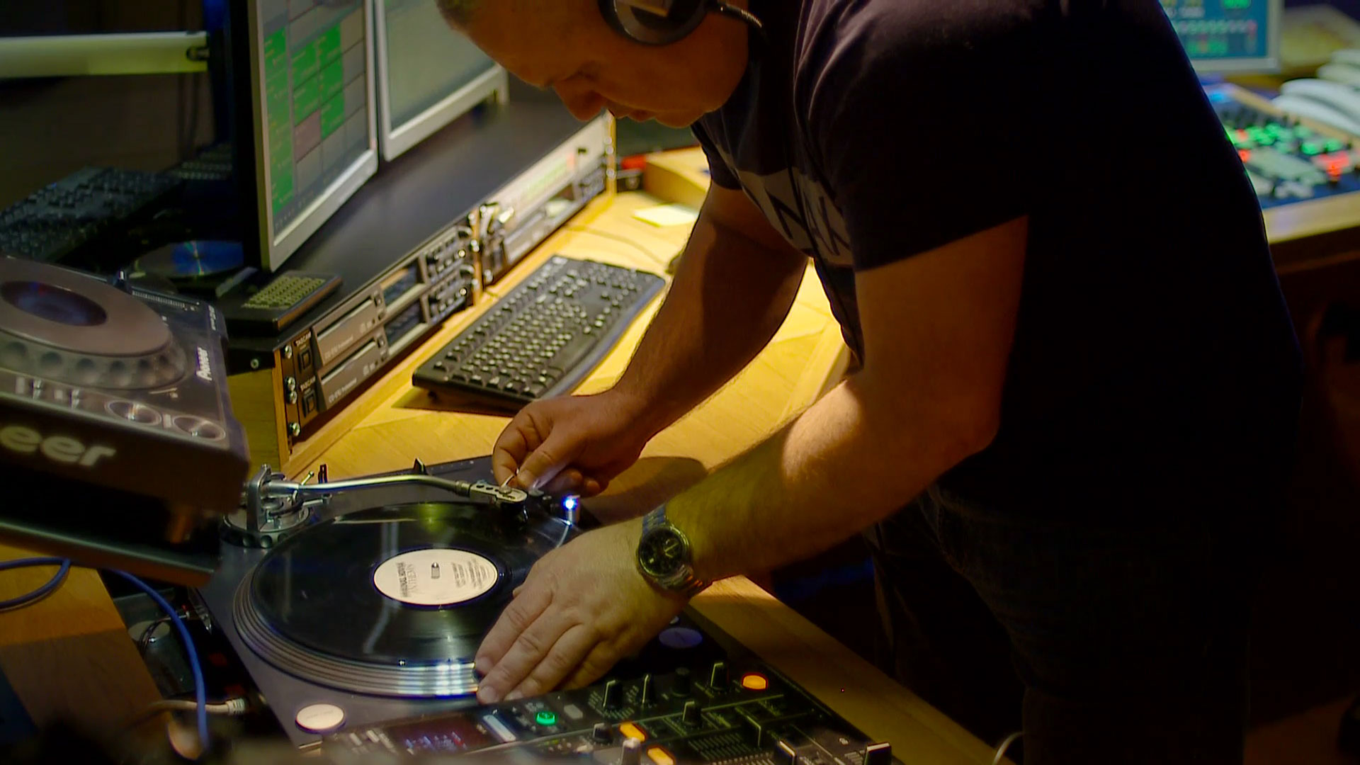 dj-max-welcome-to-the-club-800-03