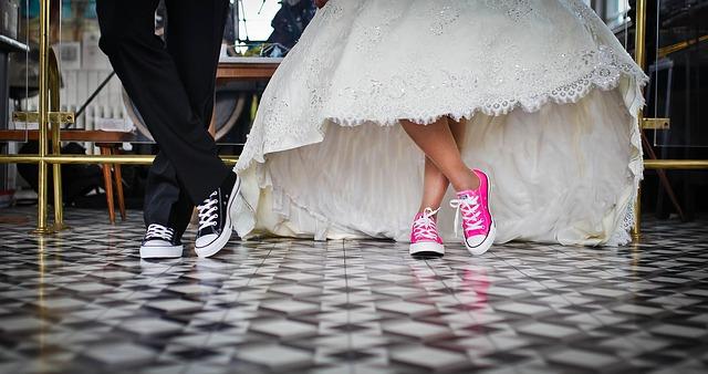 Photo of Zašto mladenka na vjenčanju uvijek stoji s mladoženjine lijeve strane?
