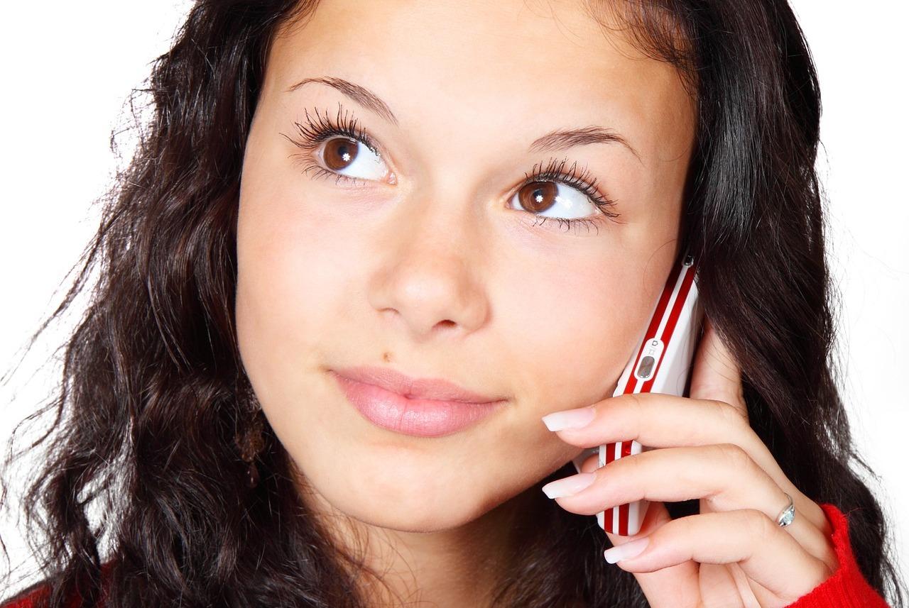 Photo of Znate li zašto je važno u kojoj ruci držite svoj telefon dok razgovarate?
