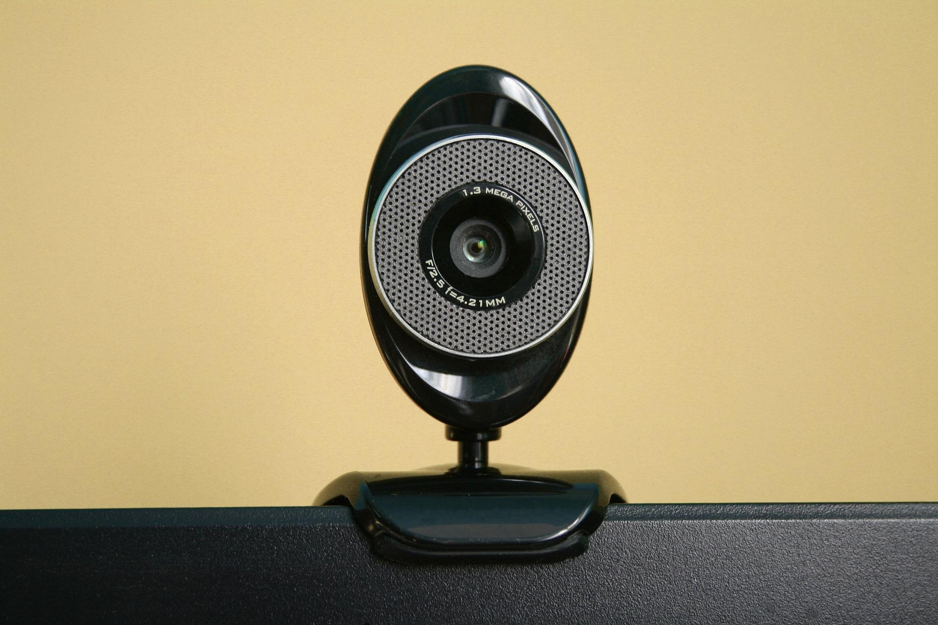 Photo of OPREZ Prekrijte svoju web kameru!
