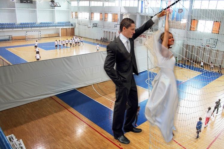 Photo of LIKA STVARA TRENDOVE: Nakon gay vjenčanja, sada se možete i OŽENITI U SPORTSKOJ DVORANI!
