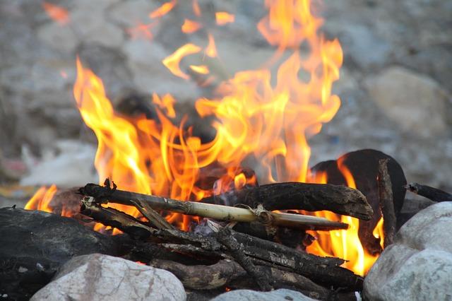 Photo of VIDEO: Kako zapaliti vatru uz pomoć vode?