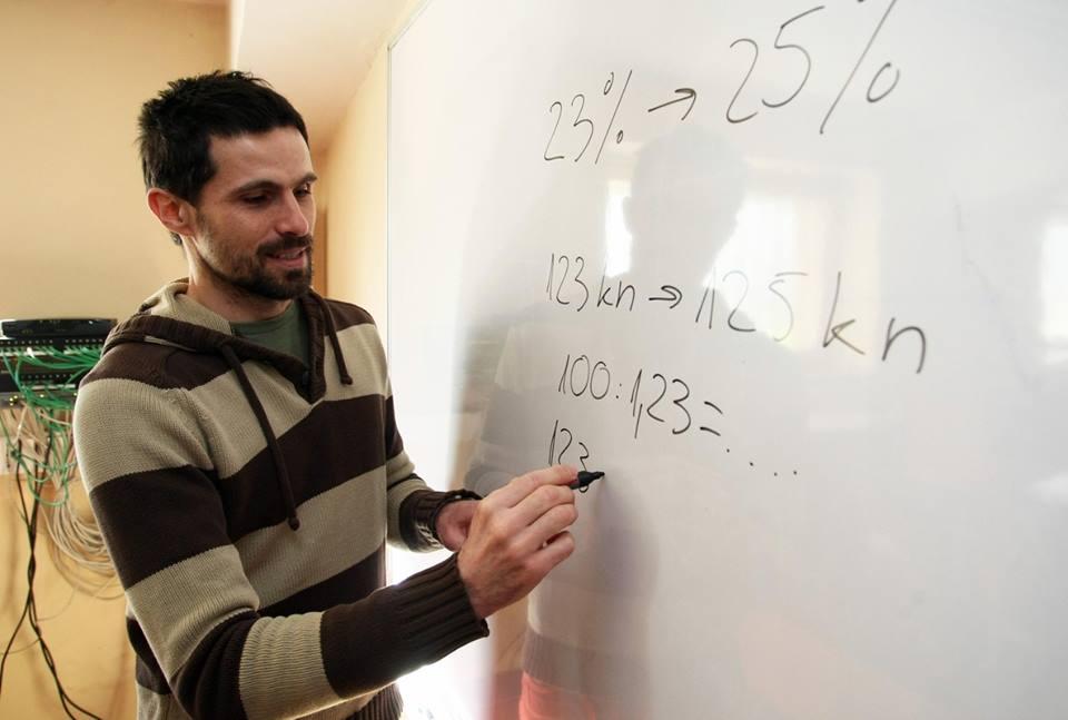 Photo of Profesor matematike prikupio 60 000 fanova na Facebooku !