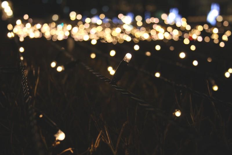Photo of Ideje s lampicama koje bi vas mogle inspirirati za blagdansko uređenje doma