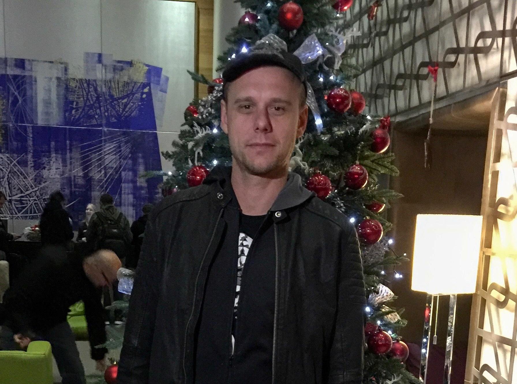 """Photo of Armin Van Buuren stigao u Hrvatsku: """"Obavezno moram probati čevapčiće i šljivovicu!"""""""