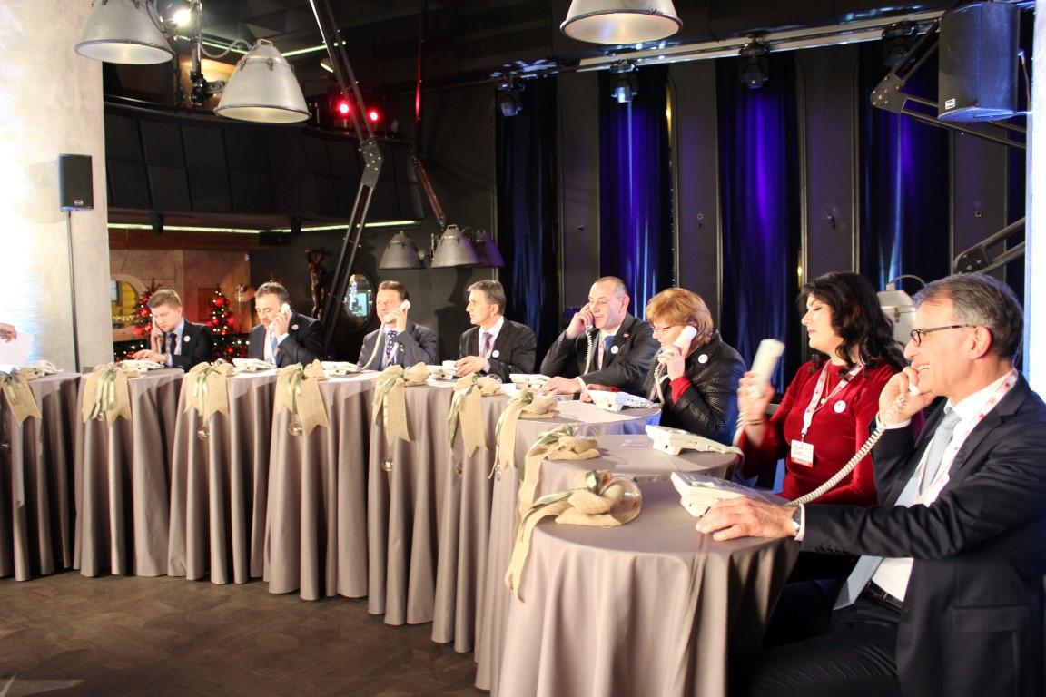 Photo of FOTO Političari telefonirali s građanima za Zakladu Ana Rukavina