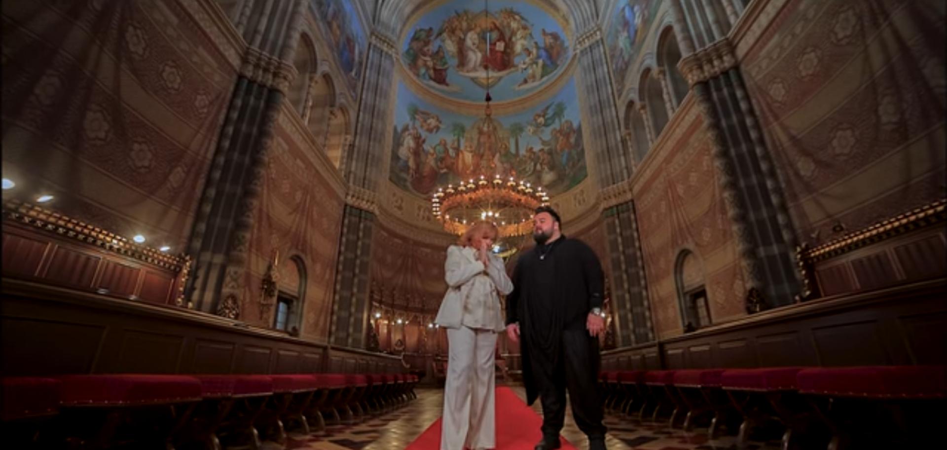 Photo of Poslušajte božićni duet Tereze Kesovije i Jacquesa Houdeka