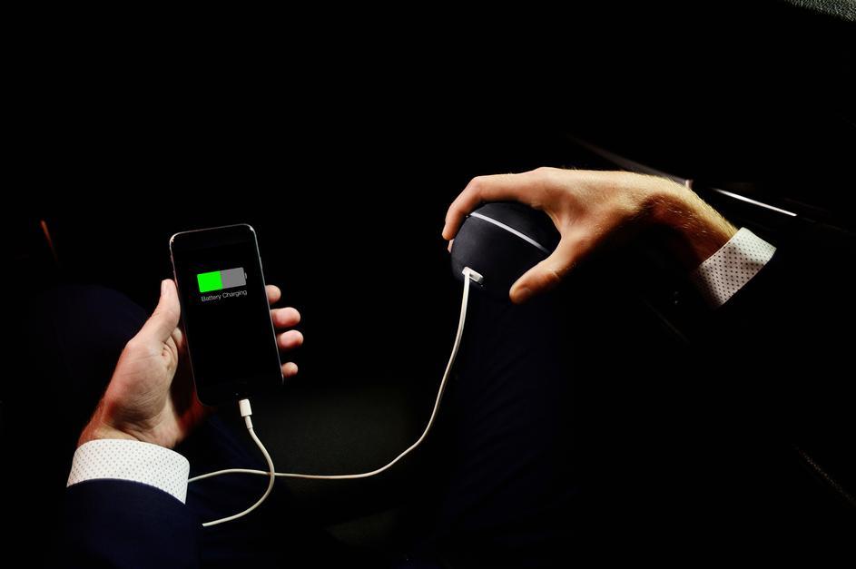 Photo of Izumljen punjač za mobitel koji puni pokretom ruke