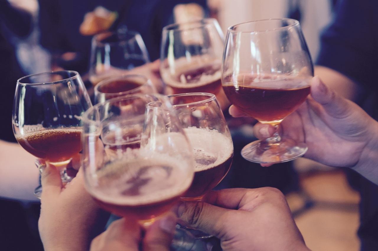 Photo of Zašto s godinama sve teže podnosimo alkohol?