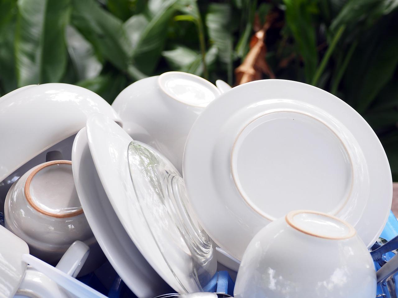Photo of 10 stvari koje nikada ne bismo trebali prati u perilici za suđe