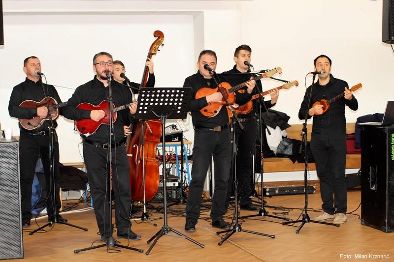 Photo of Upoznajte PATRIOTE, tamburaški sastav koji će svirati na LIČKOJ VEČERI u Gastro Globusu