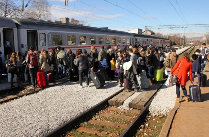 Photo of Ako vlak kasni više od sat vremena, putnici će imati pravo na odštetu, hranu i piće