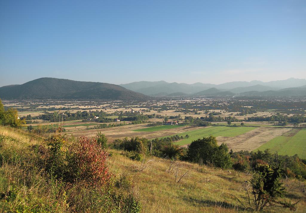 Photo of Nove mjere demografske politike: Vlada će poklanjati zemljišta i kuće u Lici!
