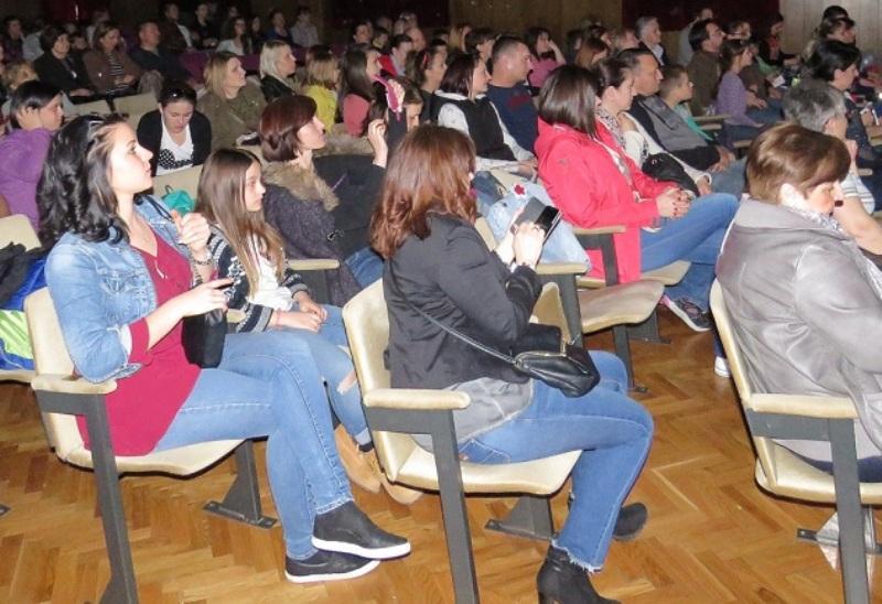 Photo of Priredbom u Kinu Korzo završen Uskrsni sajam u Gospiću