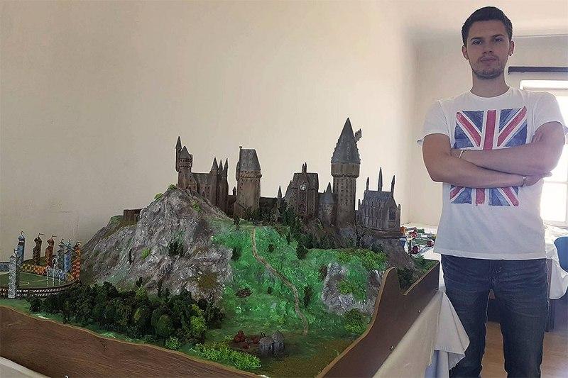 Photo of Na Sferakonu velika maketa Hogwartsa i 30 originalnih štapića iz Harryja Pottera