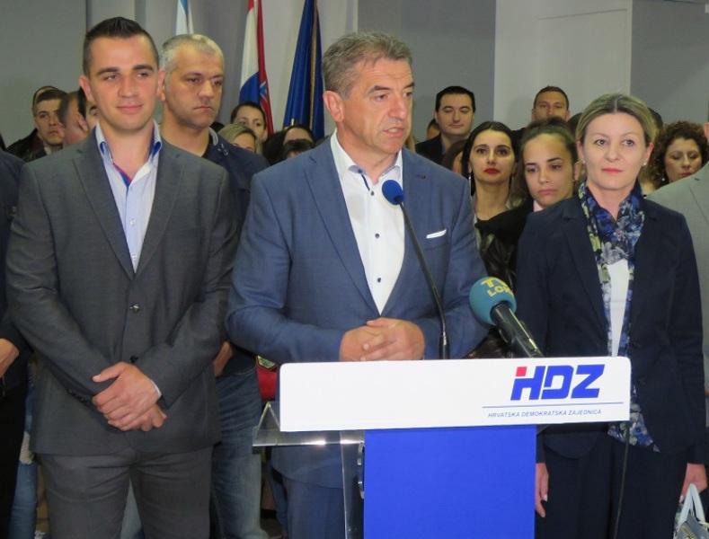 Photo of Koncertom Ane Rucner i Miroslava Škore Darko Milinović započinje predizbornu kampanju