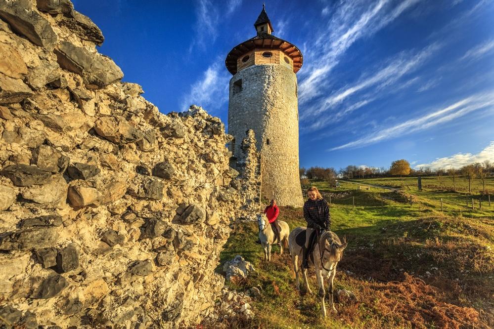 Photo of LEGENDAMA PLITVIČKIH DOLINA Što vas 17. lipnja čeka kod kule Starog grada Drežnika?