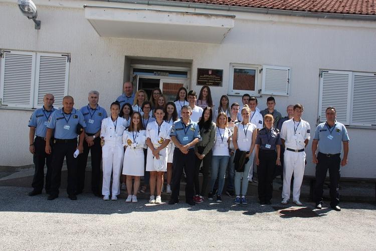 Photo of Pripadnicima Prometne jedinice mladeži uručene iskaznice