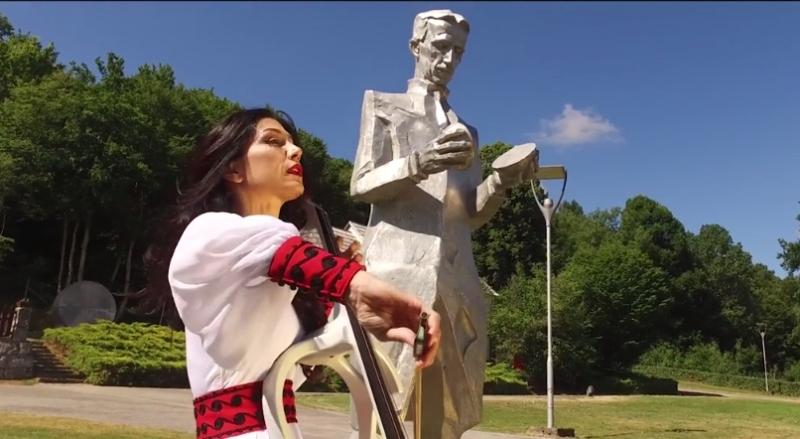 Photo of TESLINA POLJA Nikola Tesla i prekrasni krajolik Like u novom spotu Ane Rucner!