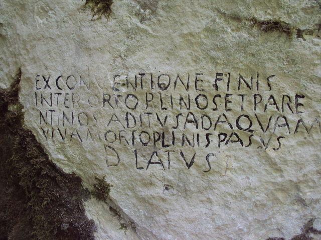 """Photo of TJEDAN PERUŠIĆA: Što piše na """"pisanom kamenu"""" iz Kosinja?"""