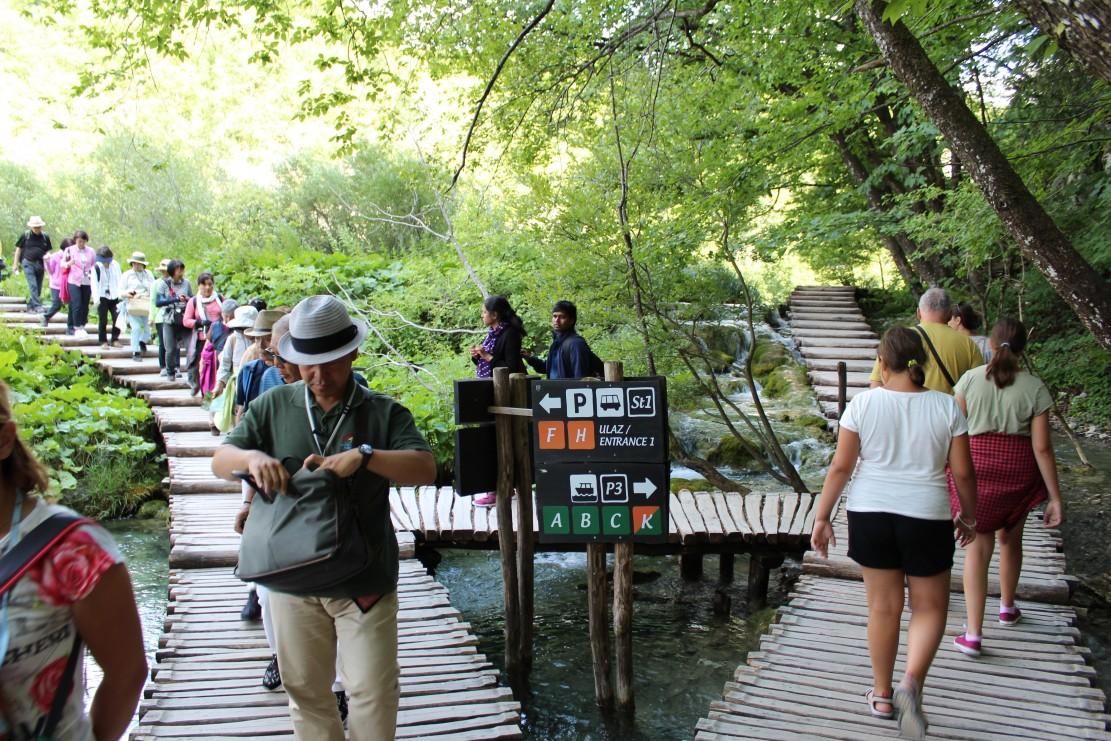 Photo of Je li vrijeme za restrikciju posjeta na Plitvičkim jezerima? Dobar primjer dolazi s Krke