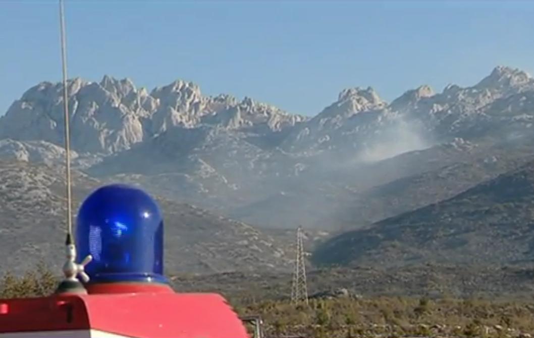 Photo of Požar na Velebitu još nije ugašen, kanaderi ne mogu djelovati