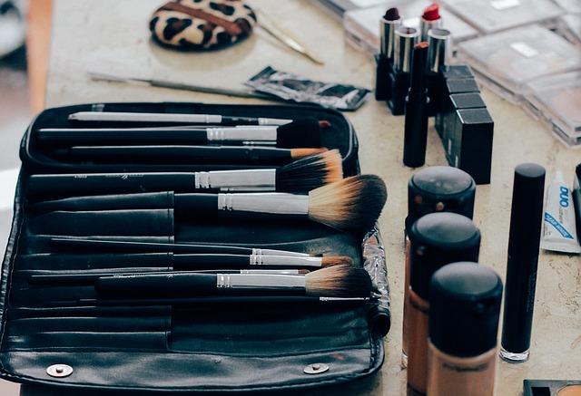 Photo of Mitovi o šminkanju u koje žene vjeruju
