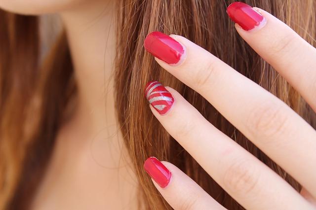 Photo of 7 boja lakova za nokte zbog kojih ruke izgledaju starije