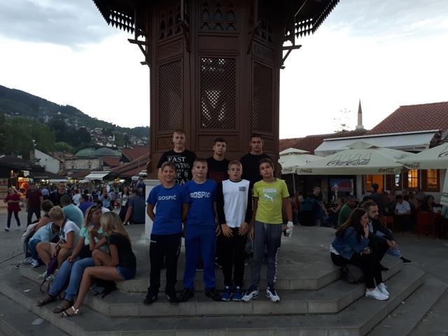 Photo of Gospićki hrvači osvojili zlato, srebro i broncu na memorijalnom turniru u Sarajevu