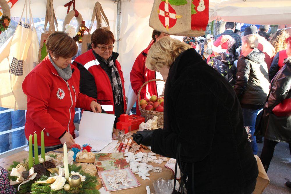 Photo of Što vas danas čeka na Božićnom sajmu u Rakovici? Domaći proizvodi, jaslice, Djed Božićnjak, glazba…