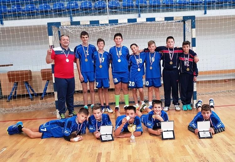 """Photo of Gospićki rukometaši na 10. turniru """"Mali medo""""pokazali najbolji rukomet"""