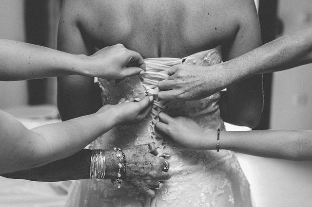 Photo of Vidi li mladoženja vjenčanicu prije svadbe to donosi nesreću, zašto?