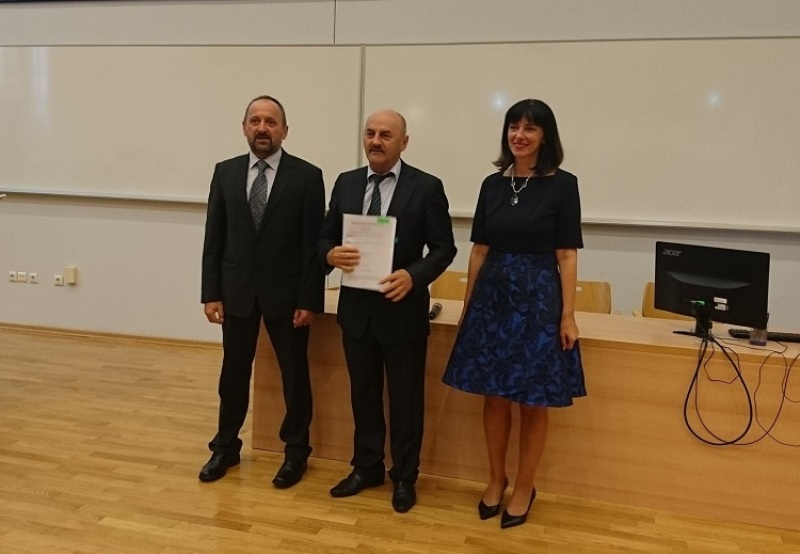 Photo of Gradonačelnik Starčević potpisao ugovor o dodjeli bespovratnih sredstava za pomoćnike u nastavi