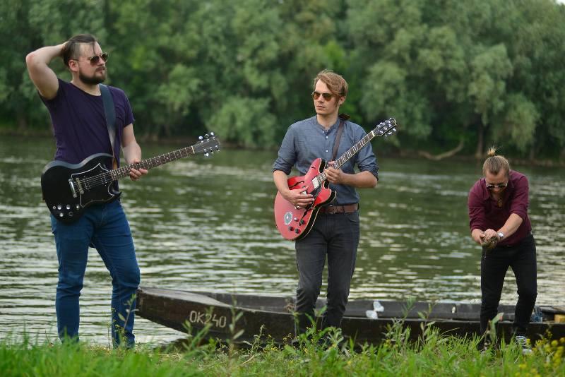 "Photo of Visokooktanski swamp 'n' roll sastav Garage in July objavili digitalno EP izdanje ""Sjaj u blatu"""