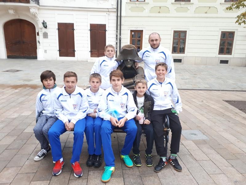 Photo of Gospićki hrvači osvojili šest medalja na turniru u Slovačkoj!