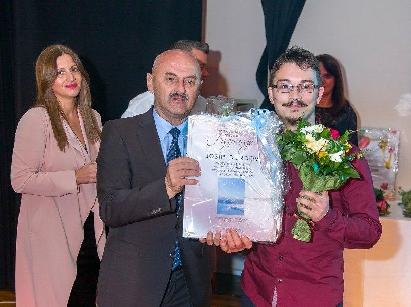 Photo of FOTO: Dodjela nagrada i priznanja povodom 19. Jeseni u Lici