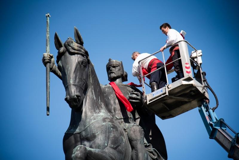 "Photo of FOTO: Festival ""Dani kravate"" oduševljava građane!"