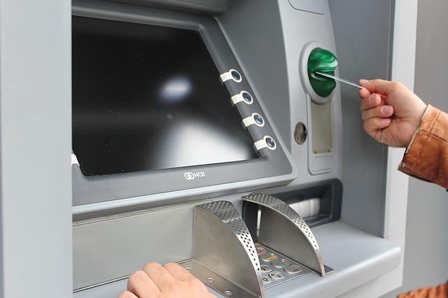 Photo of Kako se zaštititi od krađe prilikom podizanja novca na bankomatu?